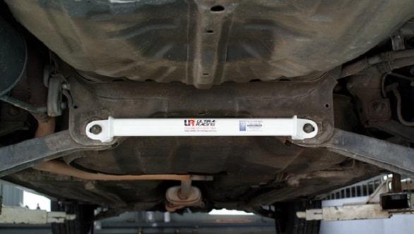 ini-jenis-dan-fungsi-stabilizer-yang-terdapat-di-suspensi-mobil